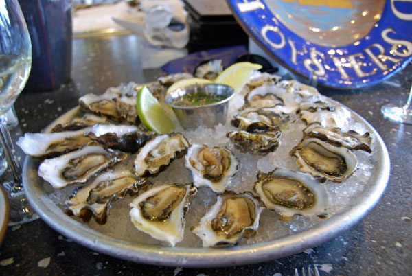 Post image for Dining in San Francisco; Hog Island Oysters at the Ferry Building and A 16 Restaurant