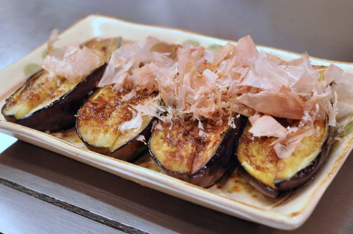 Post image for Favorite Food Experiences in Japan Part 2; Yakatori; Izakaya, Sushi, and Okonomiyaki