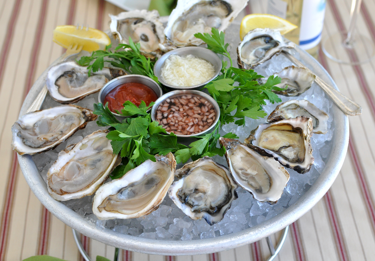 eating oysters - photo #42
